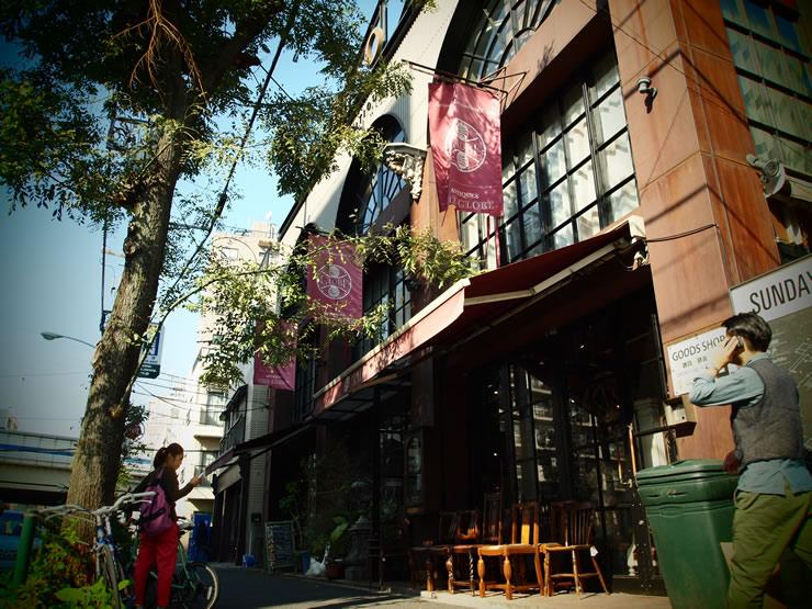 アンティークな家具に囲まれて、優雅な時間を満喫できる大人カフェ。<span>GLOBE CAFE(グローブ・カフェ)@三宿</span>