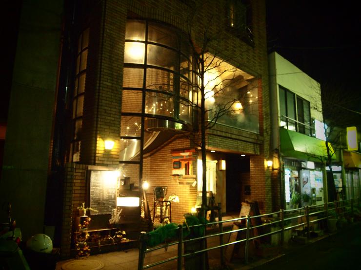 映画のワンシーンに出てきそうな、アンティークな雰囲気があふれるカフェ。<span>Carma38(カルマ38)@三軒茶屋</span>