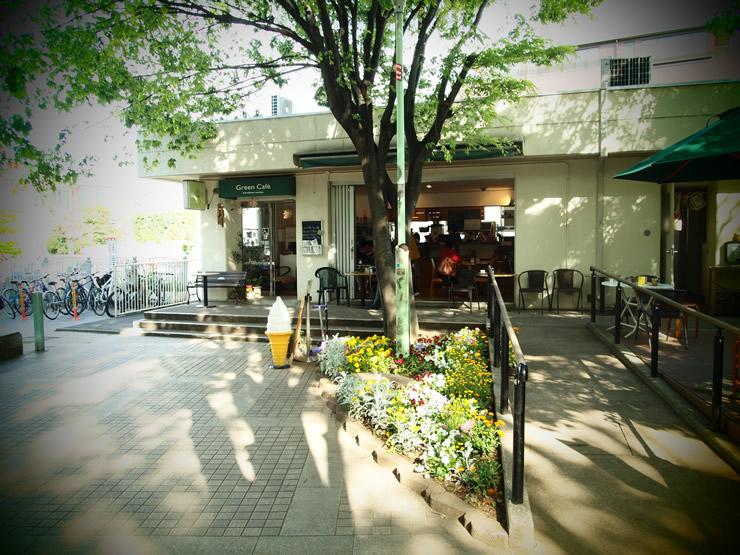 緑がキラキラと美しい、のんびり散歩コースにある癒しのカフェ。<span>Green Cafe(グリーンカフェ)@代官山</span>