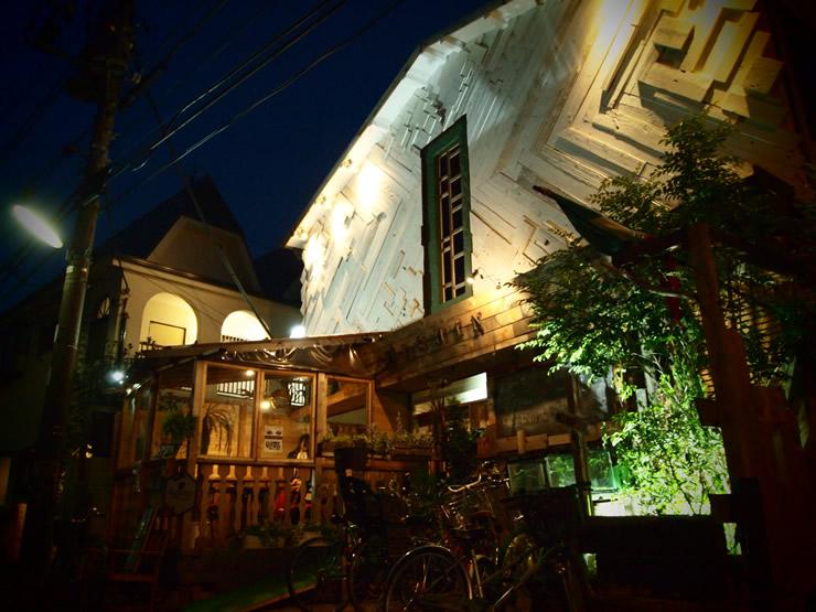 住宅街の中に突如現れる、まるで秘密の別荘のような一軒家カフェ<span>MiSHiN (ミシン)@三宿</span>